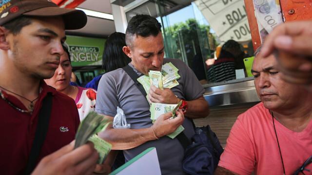 """Țara unde pentru a cumpăra un pui ai nevoie de un """"munte"""" de bancnote. Noua spaimă a populației"""