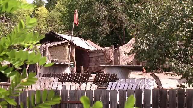 Crimă oribilă într-un sat din Iaşi. Dascălul bisericii şi-a bătut soţia şi i-a dat foc