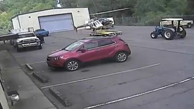 Momentul în care un elicopter al poliției se prăbușește. Cauza accidentului