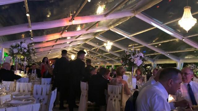 Invitații de la nunta fiului lui Dragnea, întâmpinați de protestatari. Imagini de la petrecere - Imaginea 4