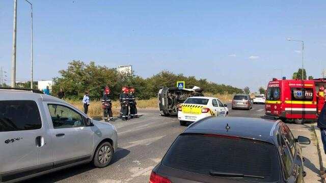 Un microbuz s-a răsturnat în București, la intrare pe A2. Opt persoane au fost rănite