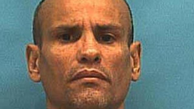 Un pedofil a fost băgat cu capul în toaletă de colegul de celulă, până a murit