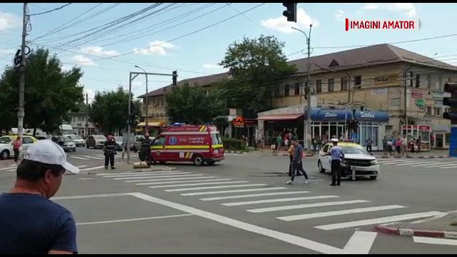 Tânără ranită în Târgovişte. Taxiul în care se afla a fost izbit în plin în intersecţie
