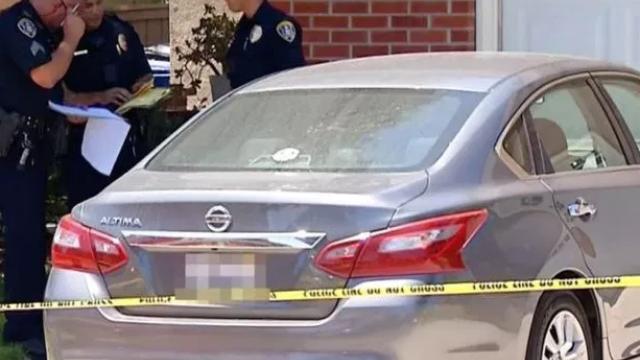 Un copil de 2 ani a murit într-o mașină încinsă. Ce făcea mama lui în timpul acesta