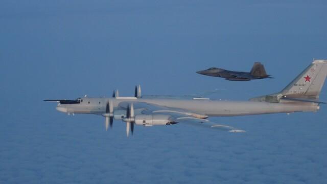Avioane militare americane şi canadiene au interceptat două bombardiere ruseşti