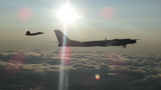 Avioane militare americane şi canadiene au interceptat două bombardiere ruseşti - Imaginea 4