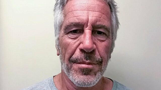 Finanțistul Jeffrey Epstein a petrecut cu o tânără înainte de a fi găsit mort în închisoare
