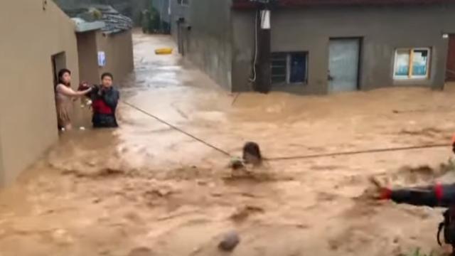 Alunecare de teren cauzată de taifunul Lekima