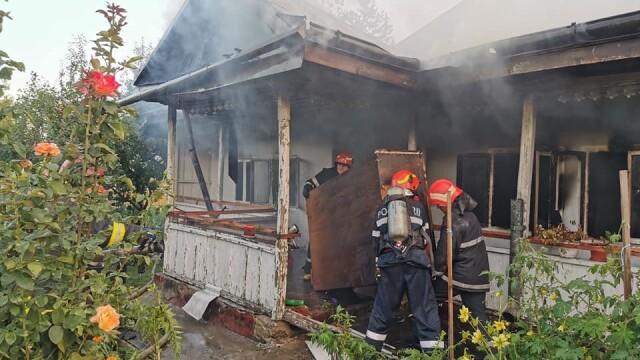 Incendiu puternic la mănăstirea Agafton din Botoșani - Imaginea 2