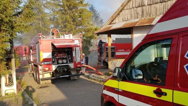 Incendiu puternic la mănăstirea Agafton din Botoșani - Imaginea 1