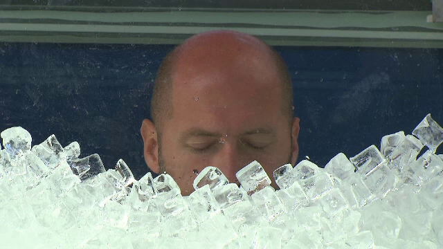 Motivul pentru care un bărbat a stat peste două ore, în gară, într-o cutie plină cu gheaţă