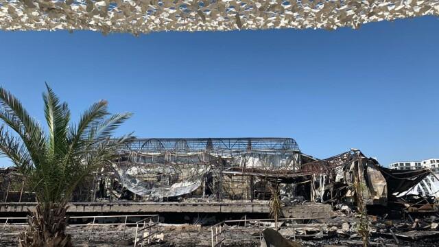 Cum arată fostul club Bamboo din Mamaia după incendiu. Clădirea a ars toată noaptea