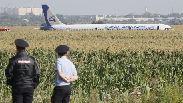Momentul în care avionul cu 233 de oameni la bord a lovit un stol de păsări. VIDEO - 5