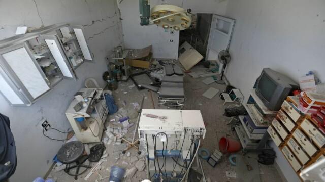 VIDEO dramatic din Siria. Un om este salvat de sub dărâmături, după un bombardament - Imaginea 1