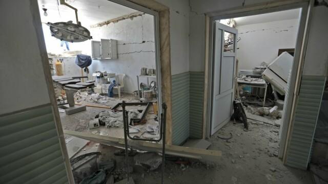 VIDEO dramatic din Siria. Un om este salvat de sub dărâmături, după un bombardament - Imaginea 4