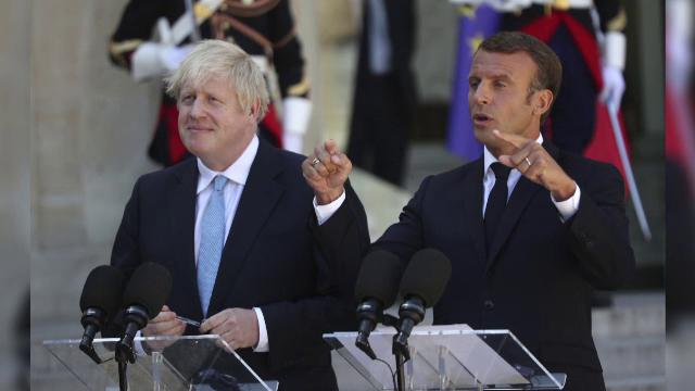 Emmanuel Macron si Boris Johnson
