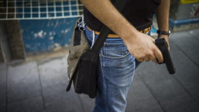Tânărul care a împușcat un vatman va fi judecat în arest la domiciliu. Care sunt infracțiunile