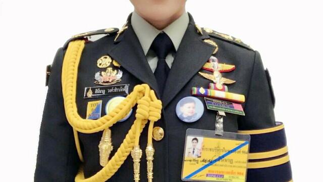 Concubina regelui Thailandei, surprinsă pilotând un avion și trăgând cu arma. Imagini rare - Imaginea 11