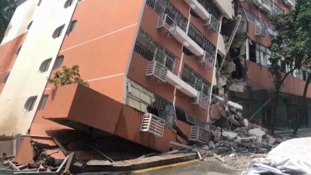 Un bloc nou s-a scufundat brusc în pământ. Ce s-a întâmplat cu locatarii. VIDEO