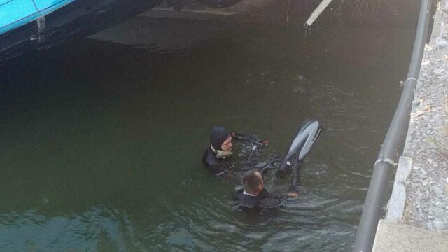 Un autobuz STB a căzut în râul Dâmbovița în urma unui accident rutier. Cine era în autovehicul - Imaginea 7