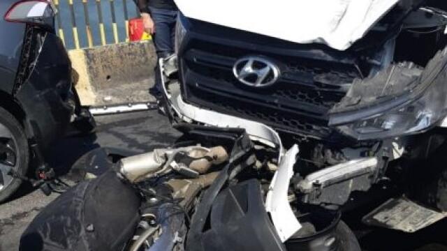 Accident în lanț pe DN1, în județul Sibiu. Două persoane de pe o motocicletă, rănite grav