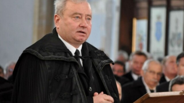 Episcop hărțuit de o femeie. L-a acuzat că a lăsat-o însărcinată și l-a sunat de mii de ori