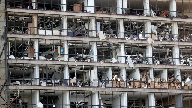 Imaginile dezastrului din Beirut. Stare de urgență în capitala Libanului după explozie. GALERIE FOTO - Imaginea 16