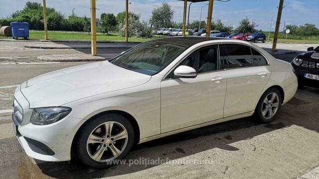Ce au aflat polițiștii de frontieră când au controlat un șofer care venea din Germania cu un Mercedes - Imaginea 1