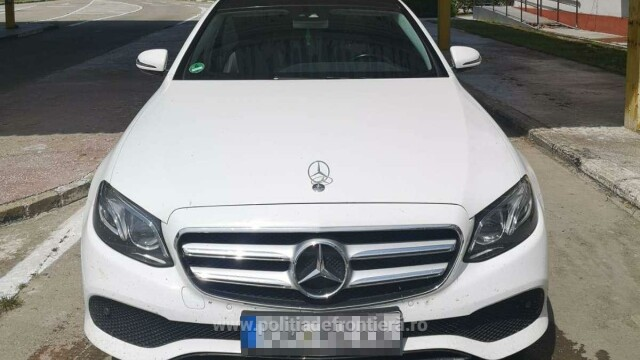 Ce au aflat polițiștii de frontieră când au controlat un șofer care venea din Germania cu un Mercedes - Imaginea 2