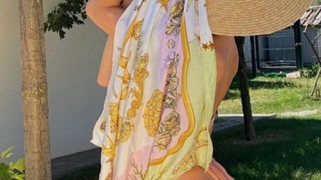 Lidia Buble, la piscină într-un costum de baie minuscul. Cum s-a fotografiat cântăreața - Imaginea 2
