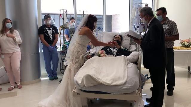 Un tânăr infectat cu Covid s-a căsătorit de pe patul de spital, imediat cum a scăpat de boală