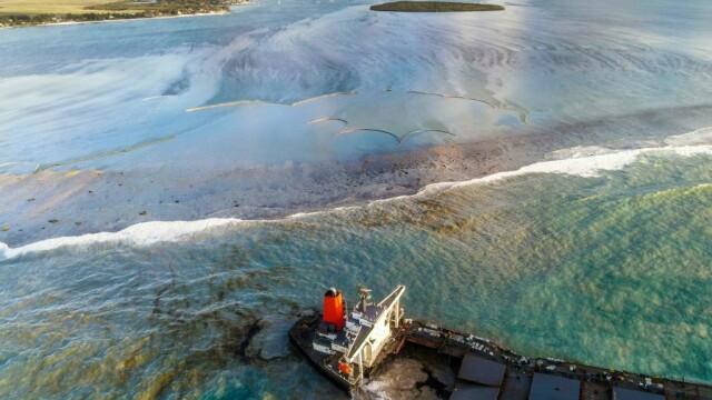 Dezastru în una dintre cele mai apreciate destinații din lume: o navă cu mii de tone de benzină s-a rupt în două - Imaginea 6