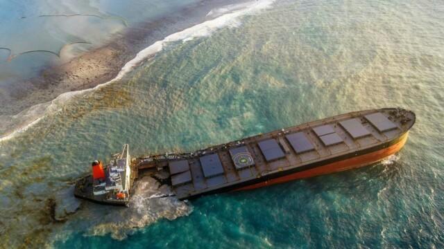 Dezastru în una dintre cele mai apreciate destinații din lume: o navă cu mii de tone de benzină s-a rupt în două - Imaginea 7