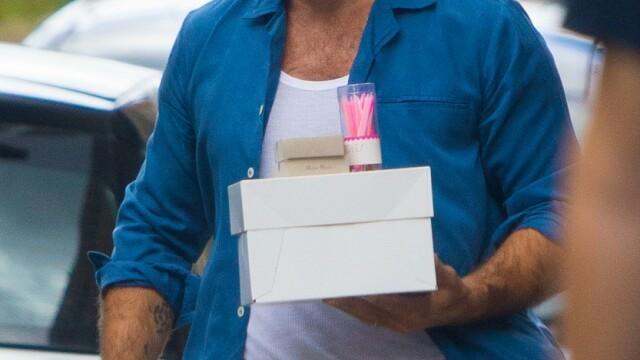 Jude Law, surprins de paparazzi în Londra. Cum arată actorul după ieșirea din carantină - Imaginea 3