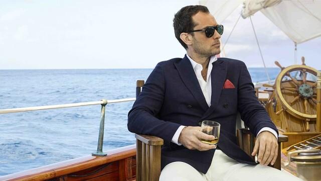 Jude Law, surprins de paparazzi în Londra. Cum arată actorul după ieșirea din carantină - Imaginea 6