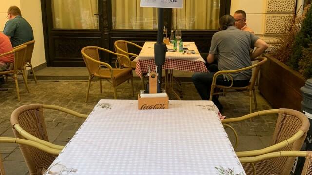 Angajații HoReCa au protestat în fața restaurantelor. Acuză ruinarea industriei - Imaginea 2