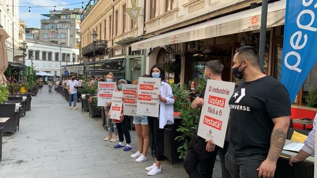 Angajații HoReCa au protestat în fața restaurantelor. Acuză ruinarea industriei - Imaginea 6