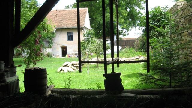 Țara Făgărașului. Casa desprinsă dintr-un colț de Rai care a schimbat viața unui om - Imaginea 5