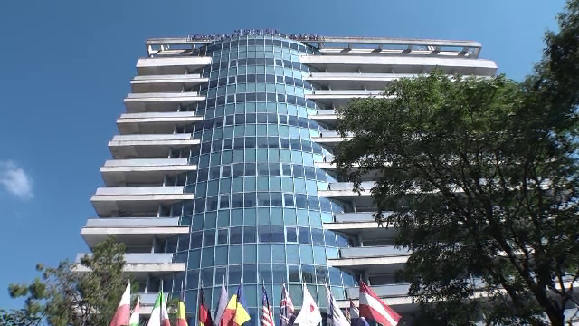 Sfârșit misterios pentru un bărbat din Arad. A căzut de la etajul 11 al unui hotel din centrul orașului