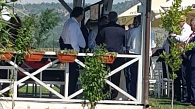 FOTO: Liderii PSD Vrancea au urmărit congresul dintr-un local pescăresc, fără măști - Imaginea 4