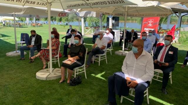 FOTO: Liderii PSD Vrancea au urmărit congresul dintr-un local pescăresc, fără măști - Imaginea 6