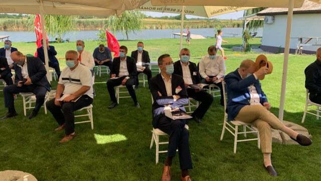 FOTO: Liderii PSD Vrancea au urmărit congresul dintr-un local pescăresc, fără măști - Imaginea 7