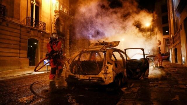 FOTO&VIDEO Violențe la Paris în timpul şi după finala Ligii Campionilor, pierdută de PSG - Imaginea 2