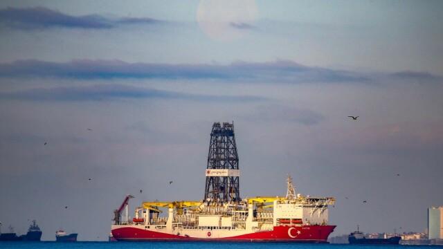 Focuri de armă în Marea Neagră. O navă turcească pescuia ilegal în zona economică exclusivă a României