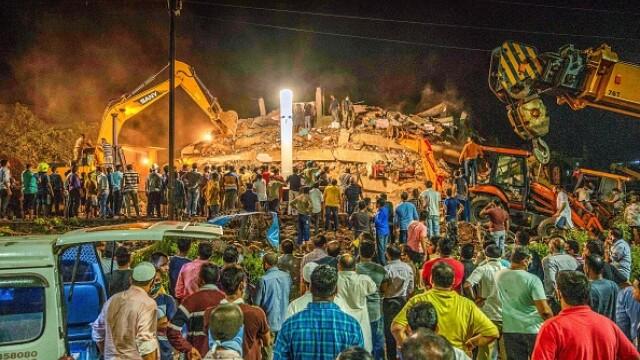 VIDEO. Un bloc de cinci etaje s-a prăbușit în India. Peste 90 de persoane, prinse sub dărâmături - Imaginea 1