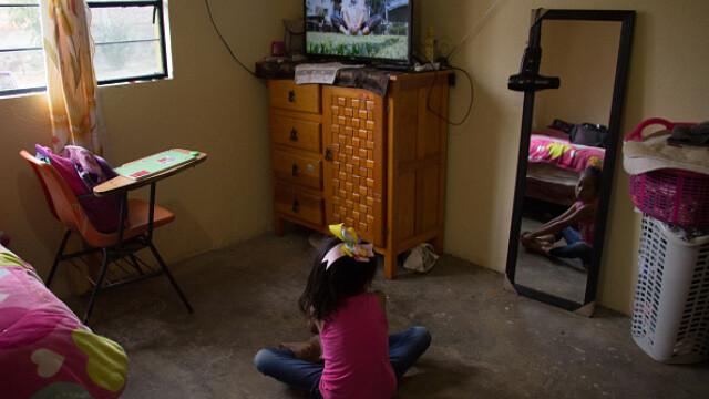 Țara în care școala a început la televizor. Cum se desfășoară cursurile. GALERIE FOTO - Imaginea 8