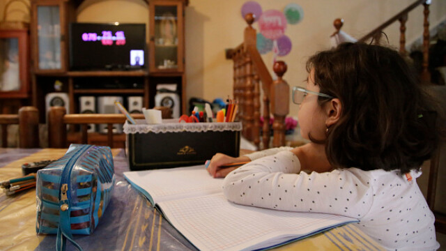 Țara în care școala a început la televizor. Cum se desfășoară cursurile. GALERIE FOTO - Imaginea 2