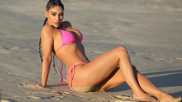 Imagini inedite. Kim Kardashian a fost surprinsă în ipostaze incendiare pe o plajă din Mexic. GALERIE FOTO - Imaginea 6