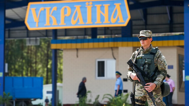 Ucraina interzice accesul cetățenilor străini începând de vineri