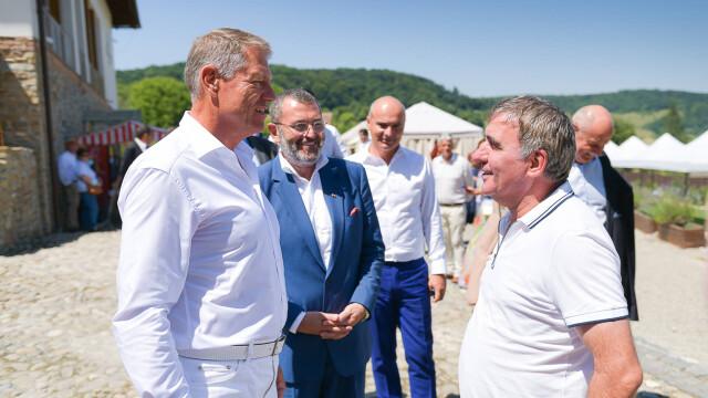 """Klaus Iohannis s-a întâlnit cu Gheorghe Hagi la Festivalul """"Săptămâna Haferland"""" din Brașov GALERIE FOTO - Imaginea 1"""